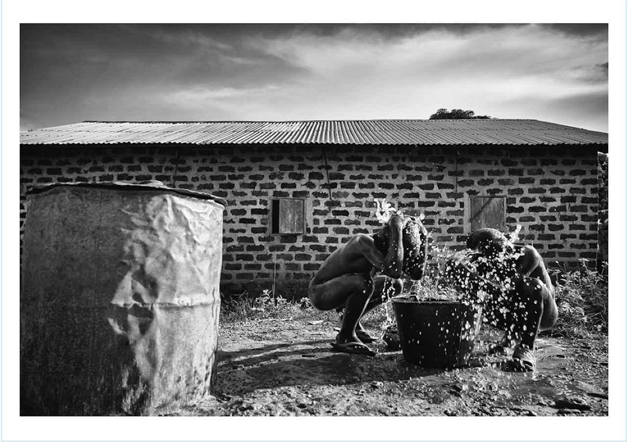 画像1: 青木弘氏が中央アフリカ共和国をテーマにした 写真集「樹平線 juheisen」が好評発売中!