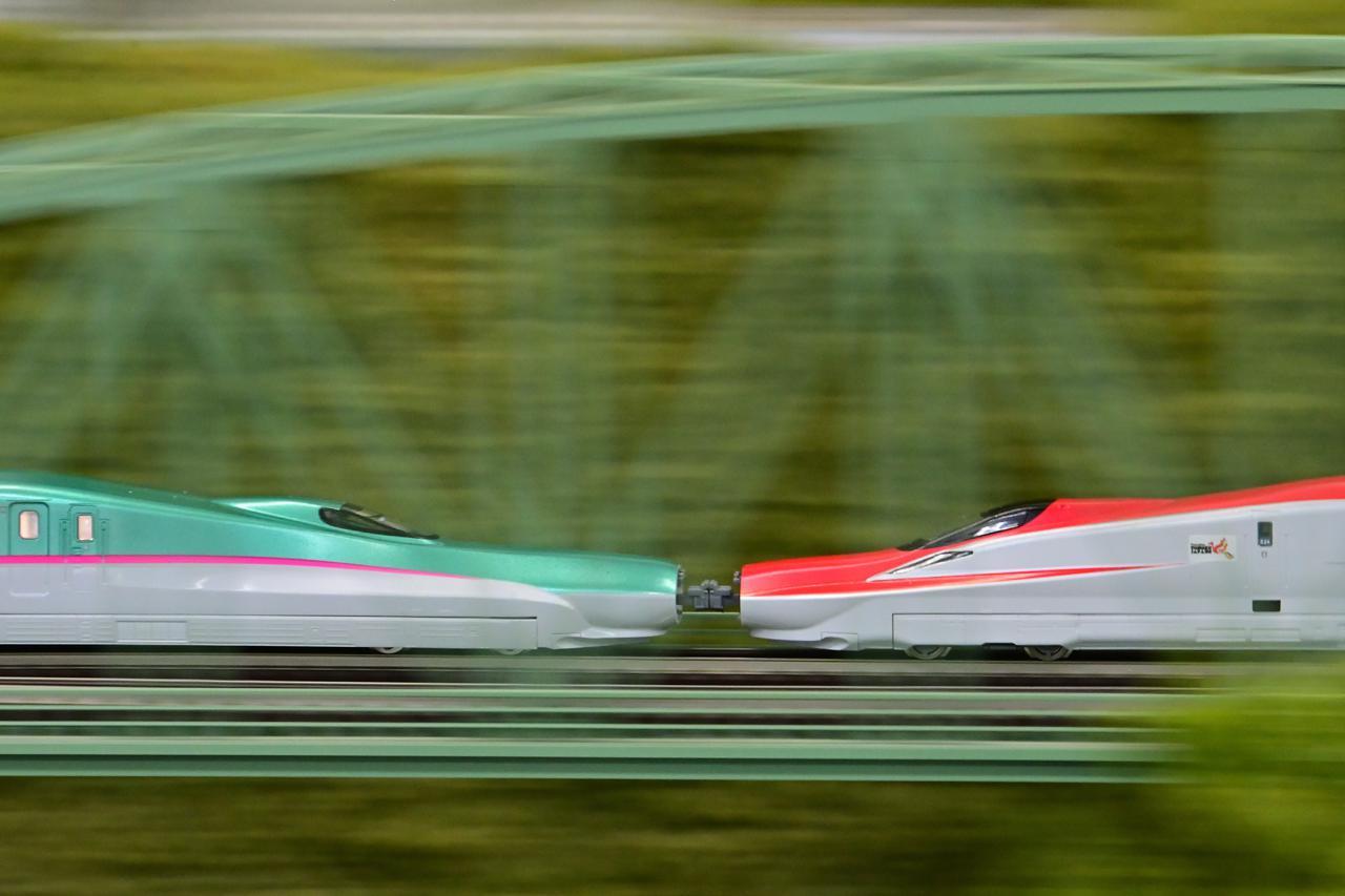 画像: ▲鉄道模型の世界でも流し撮りは可能。写真は東北新幹線 一ノ関~水沢江刺の北上川橋梁をイメージ。手ブレが大きいとブレ幅も大きいので三脚のスイングを使用すると良い。 ■ニコン Z 6(DXモード) AF-S NIKKOR 70-200mm f/2.8EFL ED VR + AF-S TELECONVERTER TC-14E Ⅲ 絞りF18 1/30秒 ISO3200 WB:オート マニュアル露出 ※『深度合成』無し