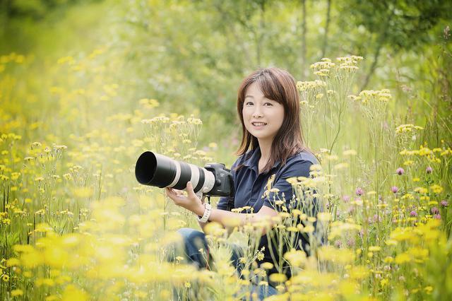 画像: 彩り写真家。様々な被写体を独特の色彩感覚で切り取る。 「The colors of nature」をテーマにした自然風景&動物から、「かわいい」花風景やイルミネーション、テーブルフォトなどの作品作りを行う。 公益社団法人日本写真家協会、公益社団法人日本写真協会会員。 個展多数。