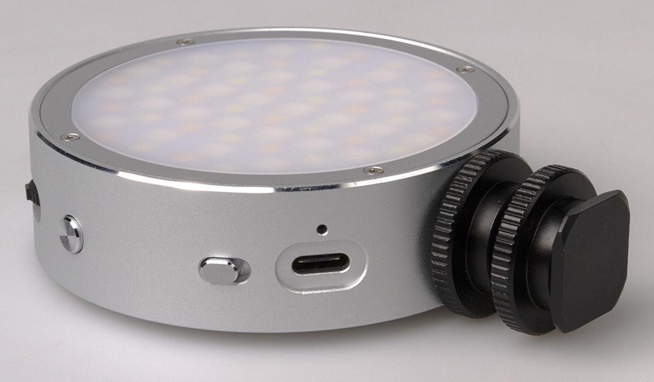 画像: シューコネクターを装着すればカメラにも装着可能に