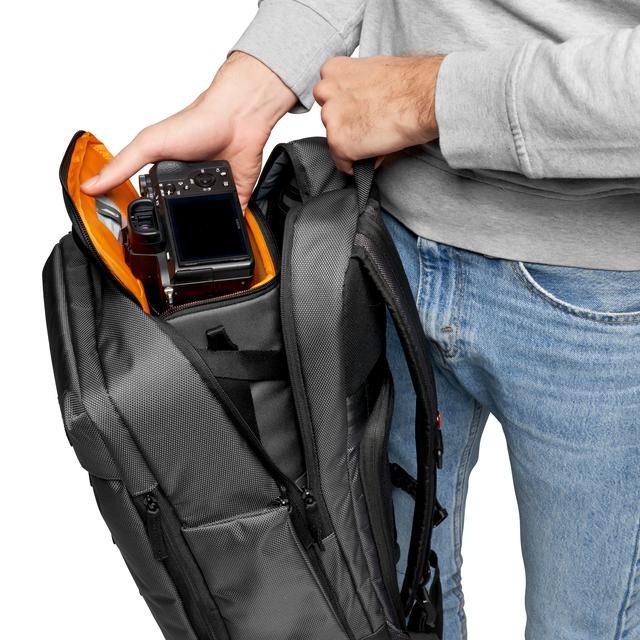 画像: 別のバッグに収納した状態でも素早く機材へアクセスができる