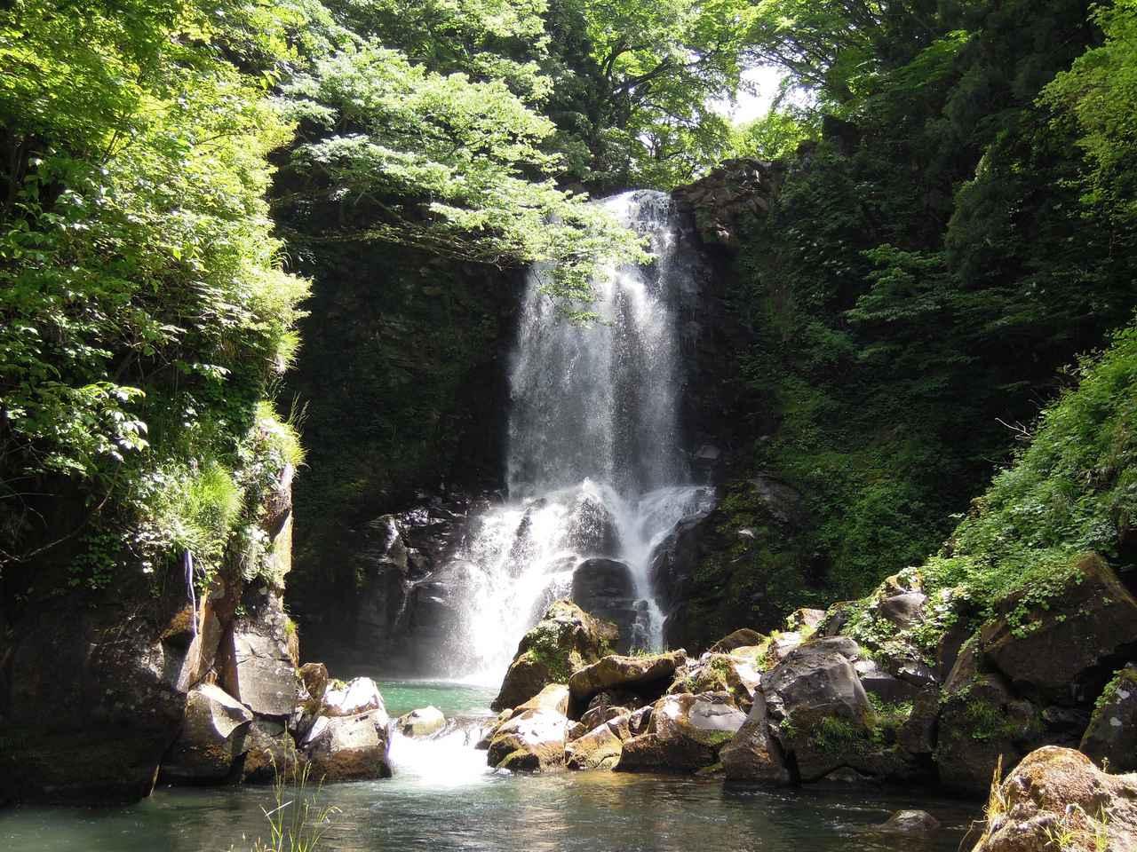画像: 「奈曽の白滝谷」として国の名勝指定された名瀑
