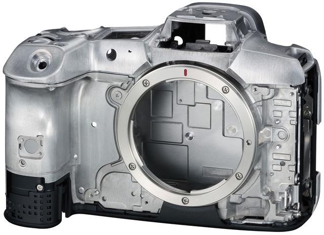 画像: EOS R5のマグネシウム合金ボディ