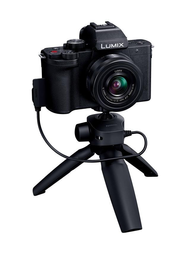 画像: ▲トライポッドグリップ(DMW-SHGR1)のみも購入可能で、市場想定価格(税別)は9800円前後。USB Micro-Bと接続し、電池が不要。現行LUMIX Gシリーズにもファームアップで対応する(※リモート端子で接続、スリープ機能は使用不可)。