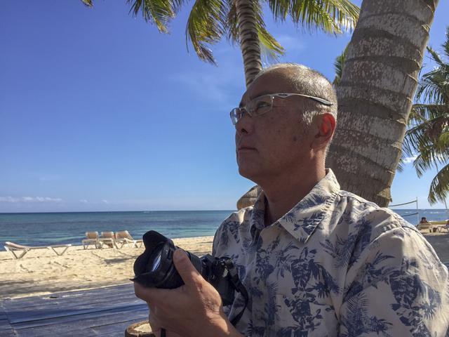 画像: 1964年埼玉県生まれ。「水中から見上げた空」をメインテーマに半水面や海辺の風景撮影を撮り続けている。ダイビング専門誌やカメラ関係誌などで執筆や撮影を行ないながら、沖縄・那覇にて水中写真教室マリーンプロダクトを主宰。オリンパス水中カメラインプレッション、オリンパスデジタルカレッジ講師、フォトパスマリンの監修をはじめ写真講座やセミナーなどの講演で活躍中! 公益社団法人日本写真家協会会員