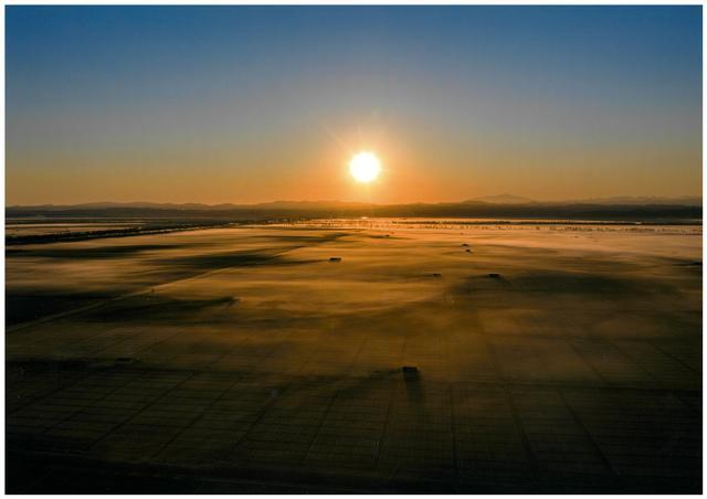 画像: 審査員特別賞「農村の夜明け」