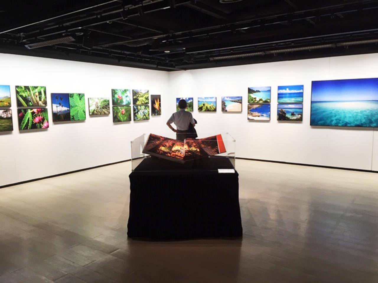 画像: 三好和義写真展『日本の楽園島』は、ニコンプラザ新宿 THE GALLERY 1+2で開催中です。
