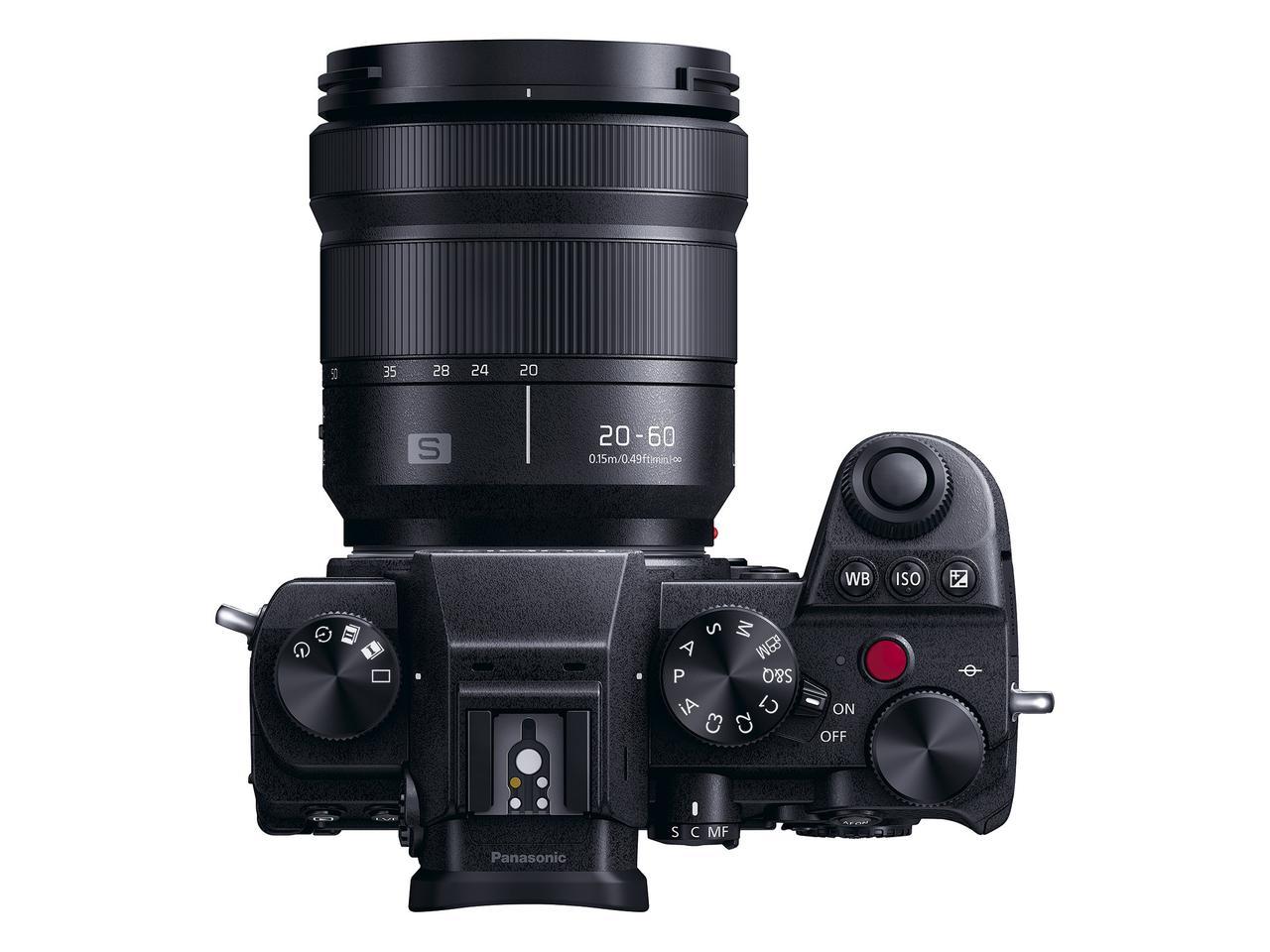 画像: ▲キットレンズとなるLUMIX S 20-60mmF3.5-5.6を装着した状態。