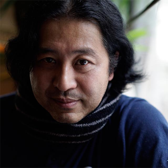 画像: 1963年、愛知県生まれ。高校時代はインディーズ・ロック・バンドで活動。その後、ロサンゼルスでアンセル・アダムスの写真に出合い、風景写真を撮り始める。渡米を繰り返し、スタジオ・アシスタントを経て94年よりフリーとして活動。1998年より拠点を東京に移す。2005年、初の著書となる「おしゃれなポートレイトの撮り方」(マーブルトロン)を出版。2008年~11年、2019年~2020年「月刊カメラマン」(モーターマガジン社)の表紙撮影を担当。数々の書籍や写真専門誌、ファッション誌、音楽誌などで活躍中。