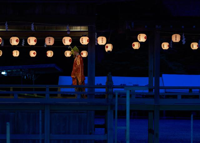 画像: ▲第16回写真コンテスト最優秀賞「清浄」。4月の例祭に奉奏される古式十二段舞楽9番「陵王」。浄闇の中、幻想的な舞楽が神様に捧げられる。