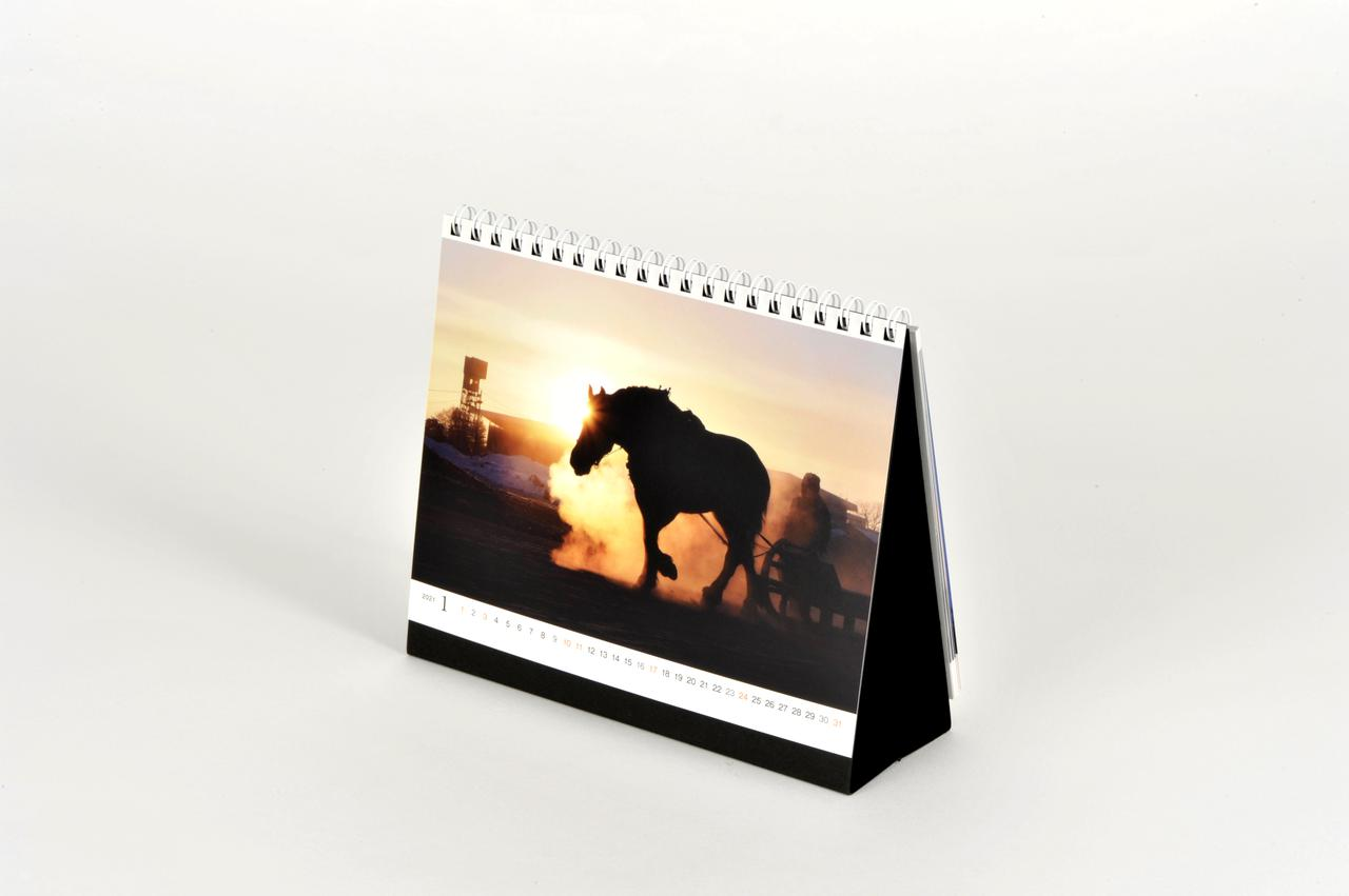 画像1: 各ジャンルのエキスパート写真家による傑作ぞろい! カメラマン2021カレンダー、販売(受注)開始!