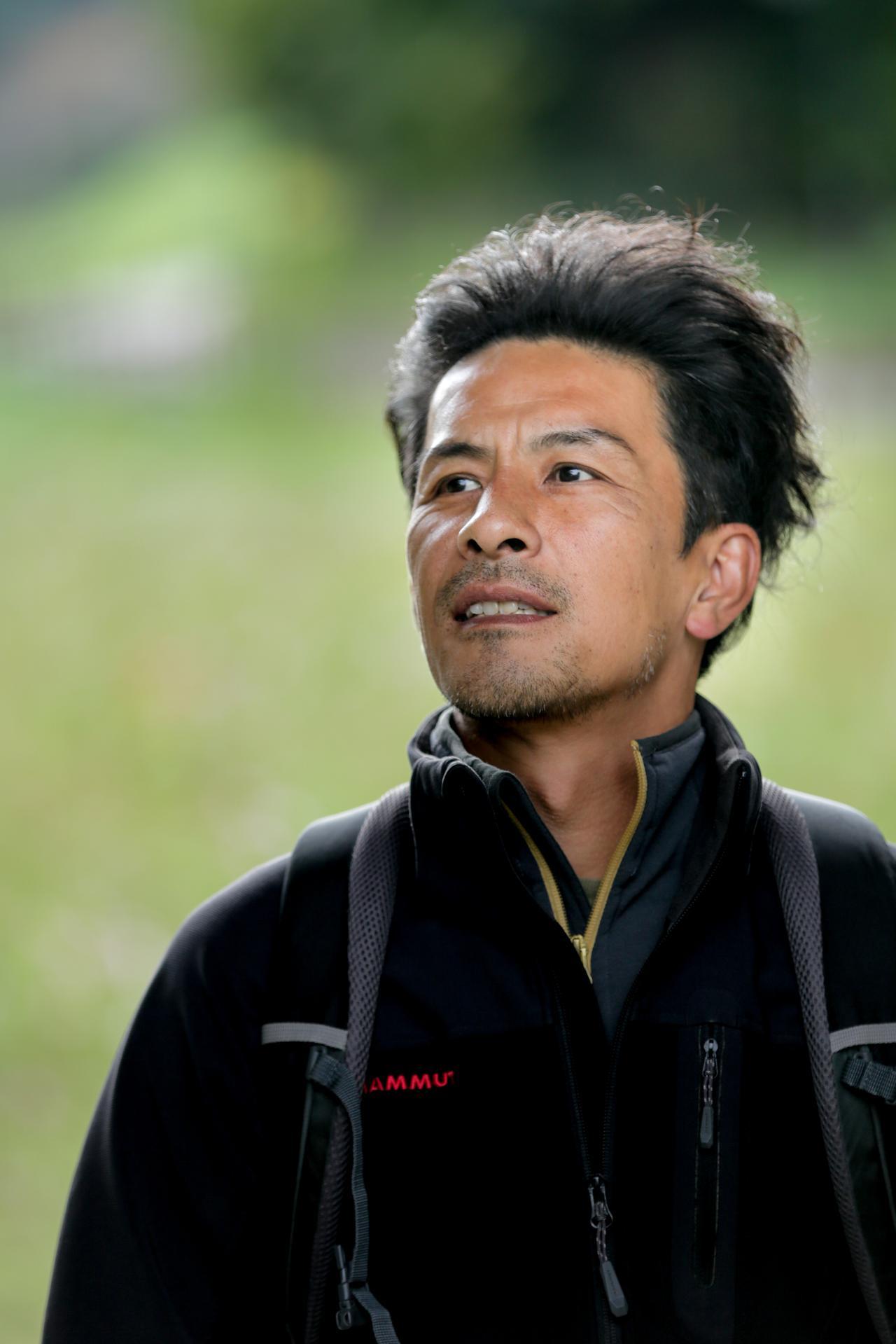 画像: 1971年生まれ。高校生時代、写真家・丸林正則氏と出会い、写真の指導を受ける。東京写真専門学校(現・ビジュアルアーツ)中退後、フリーランスに。心に響く花をテーマに、各種雑誌誌面で作品を発表。公益社団法人日本写真家協会、公益社団法人日本写真協会、日本自然科学写真協会会員。