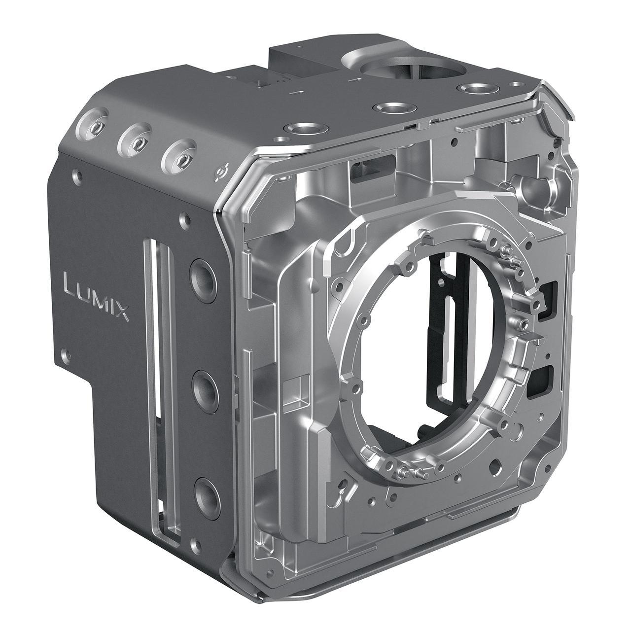 画像: ▲ボディは「録画時間無制限」を実現するために同社の「熱によるフリーズ」を回避するための「放熱設計」がなされている。