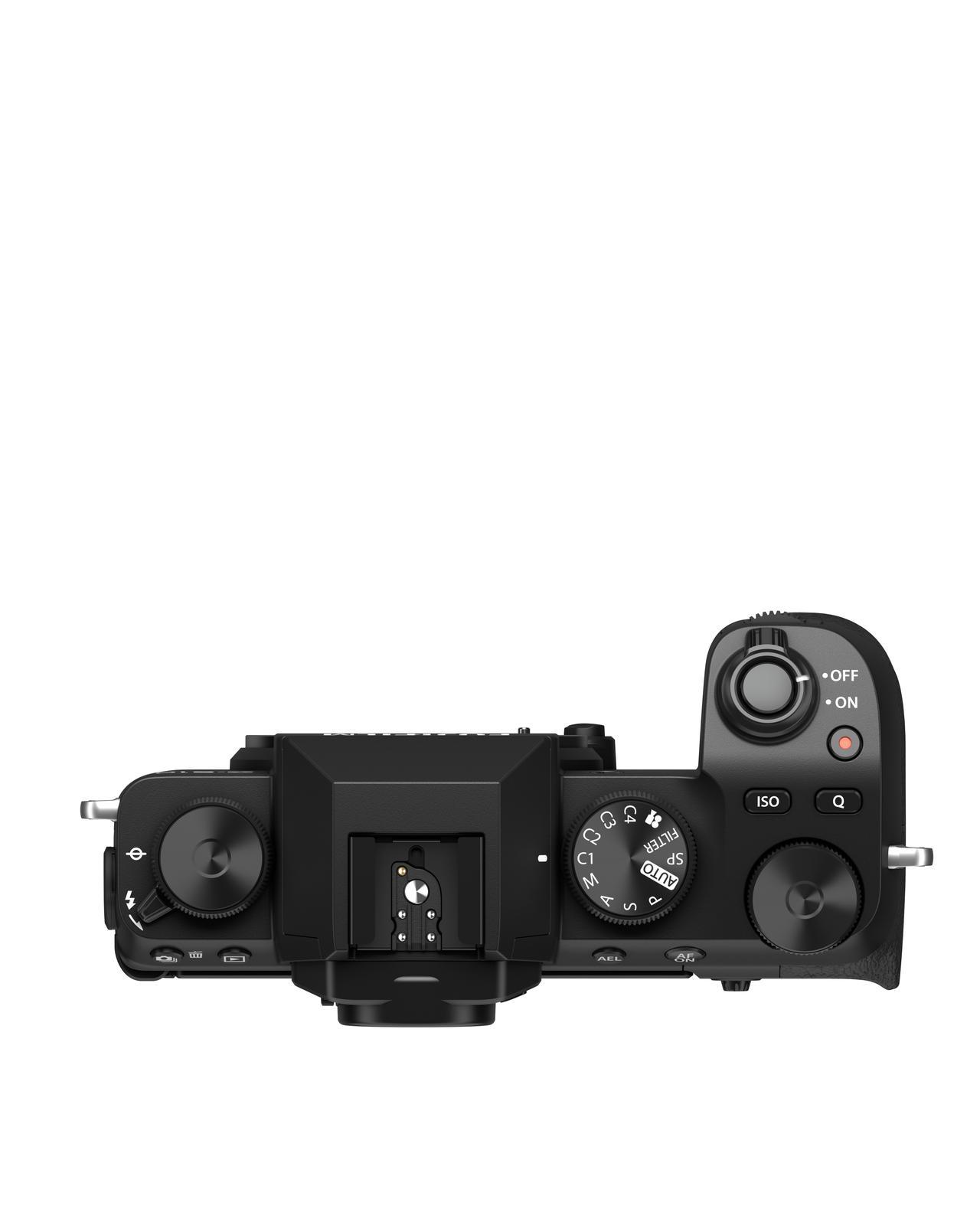 画像: ▲X-S10はシンプルな操作性にこだわった。写真を撮っている最中に動画を録りたくなる時でも瞬時に対応できるようにシャッターボタンのわきに録画RECボタンを配置した。