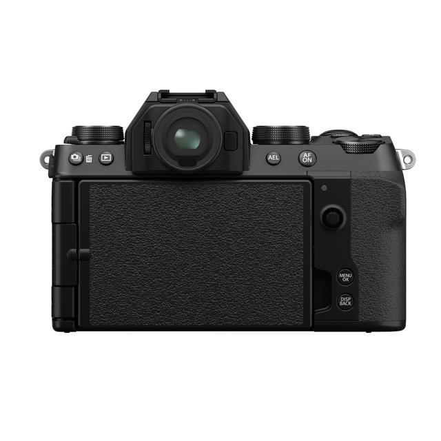 画像: ▲液晶保護のため、またフィルムカメラライクに使いたい人にはこの使い方もあり。