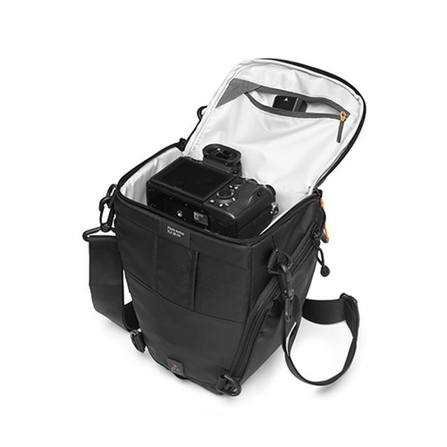 画像: ▲すぐにカメラを取り出せる機能性がこのバッグの特長だ。