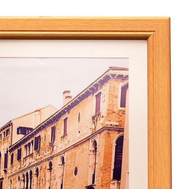 画像: ▲光沢面は写真がよりクリアに見え、色鮮やかに見えるのが特徴。