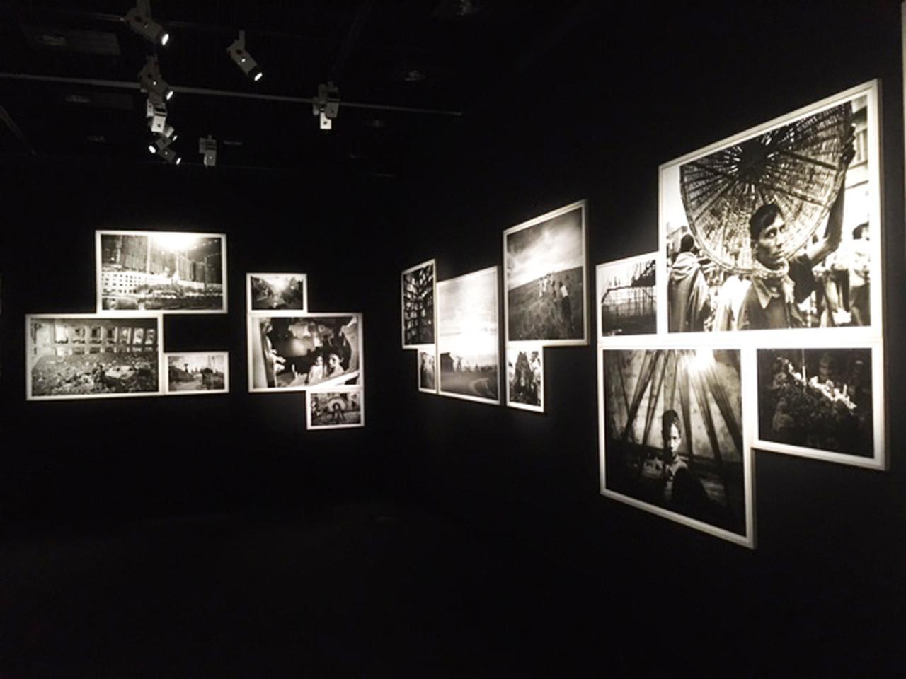画像2: 渋谷敦志写真展『GO TO THE PEOPLES 人びとのただ中へ』。1999年から2019年にわたって渋谷氏が撮りためた作品群85点が展示されています。