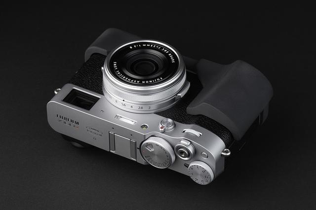 画像2: オリエンタルホビーはJBカメラデザイン製の富士フイルム X100V専用プログリップケースを発売開始。税込価格は6600円。