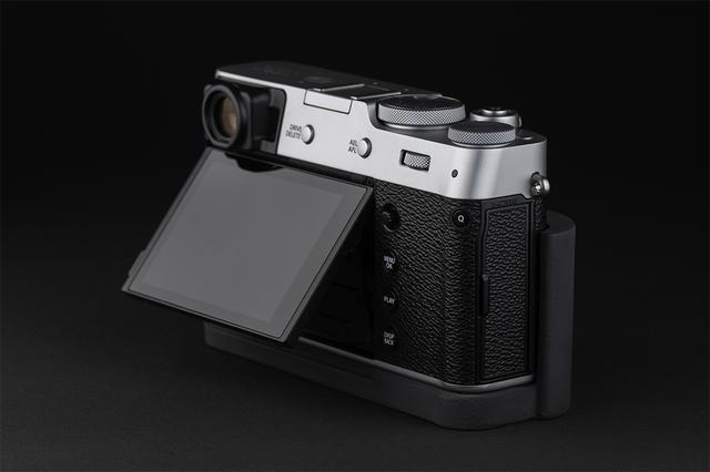 画像3: オリエンタルホビーはJBカメラデザイン製の富士フイルム X100V専用プログリップケースを発売開始。税込価格は6600円。