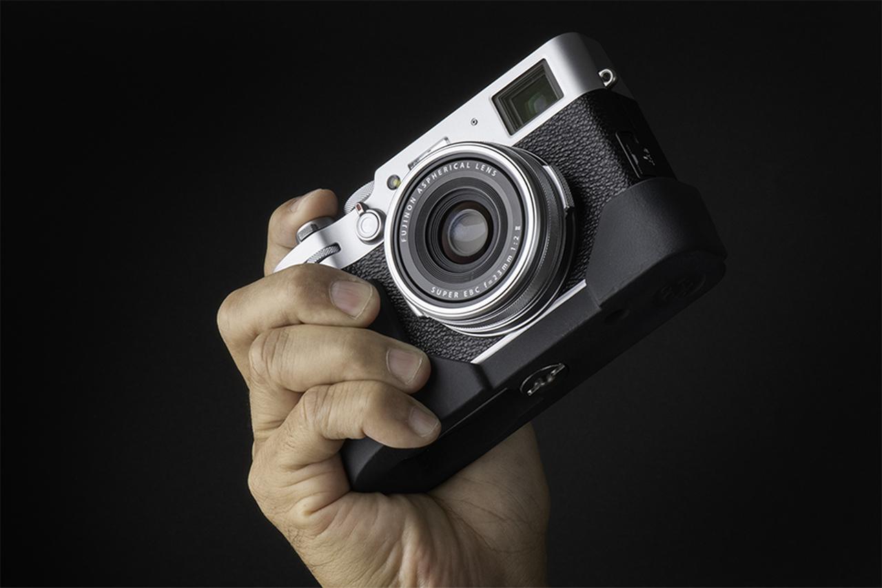 画像1: オリエンタルホビーはJBカメラデザイン製の富士フイルム X100V専用プログリップケースを発売開始。税込価格は6600円。