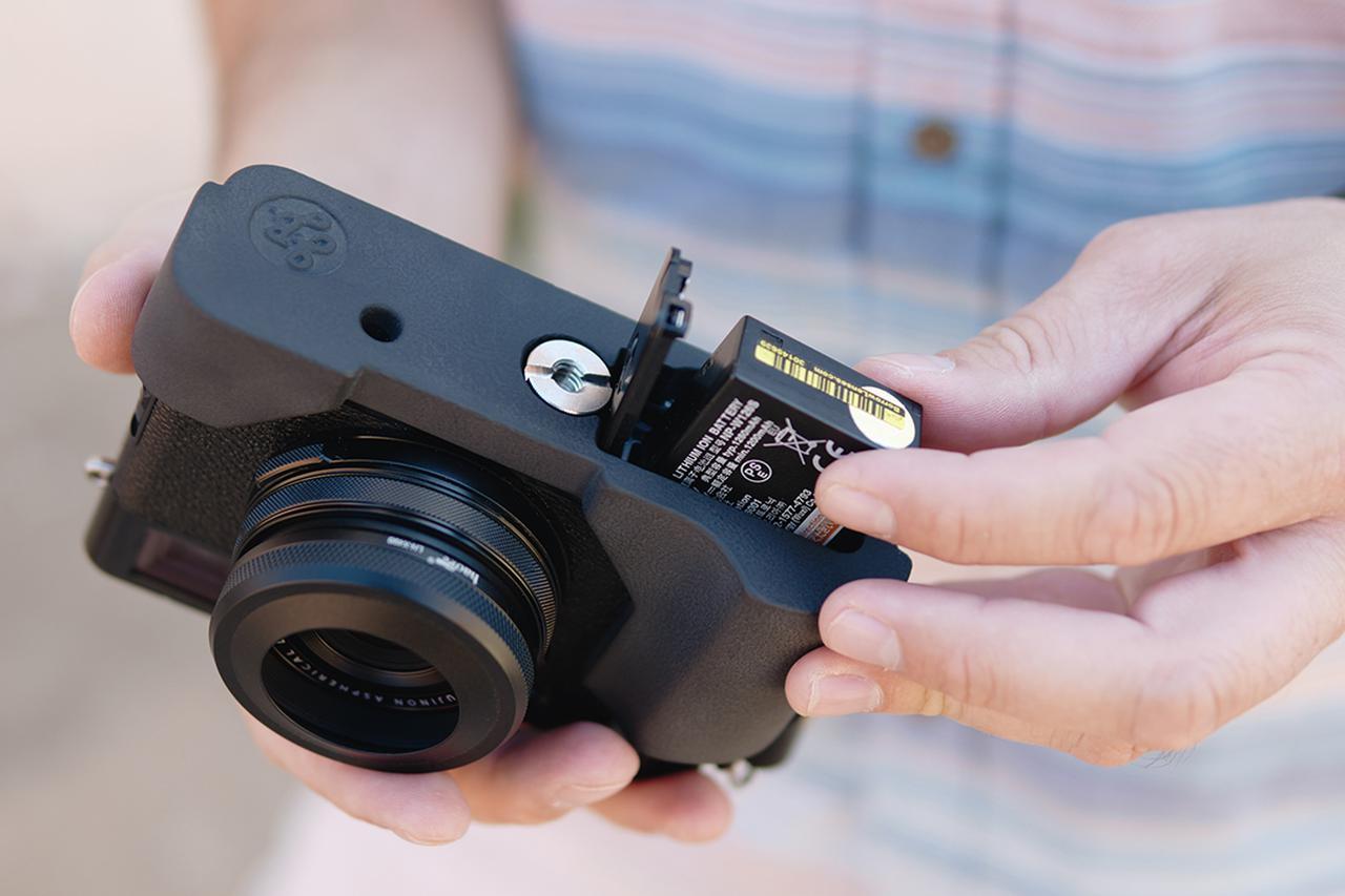 画像4: オリエンタルホビーはJBカメラデザイン製の富士フイルム X100V専用プログリップケースを発売開始。税込価格は6600円。