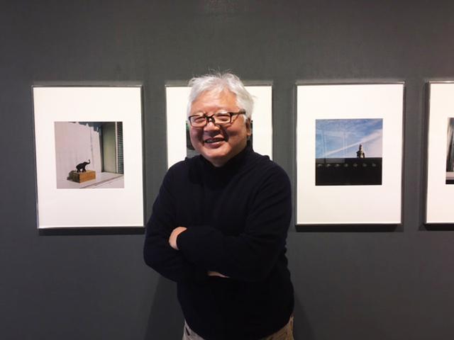 """画像3: 赤城耕一写真展『録々』。録々は""""ろくろく""""と読みます。6×6サイズのカメラで撮りためた作品群の展示です。"""