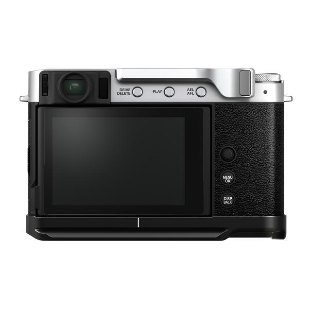 画像2: 別売アクセサリーのサムレスト「TR-XE4」(税別1万3000円)とハンドグリップ「MHG-XE4」(税別1万円)を装着した状態。いずれもX-E4専用。