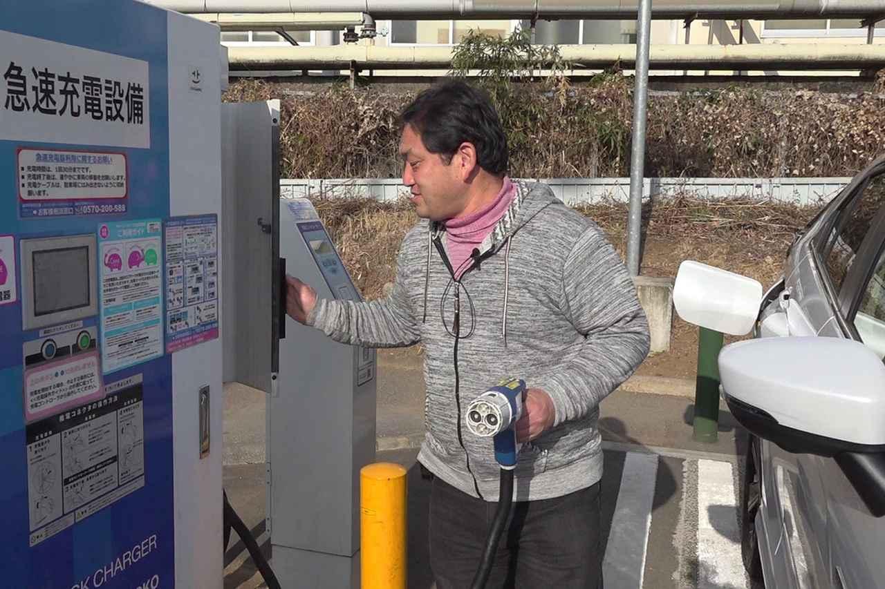 画像: PHEVとはプラグイン ハイブリッド エレクトリック ビークルの略。つまり充電できる電気とガソリンのハイブリッド車だ。EV走行と充電を繰り返せば、ガソリンを消費せずに遠出ができる環境に配慮した優れモノ。