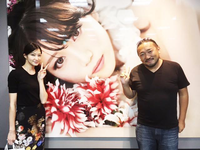 画像: HASEO氏とマネジャーの吉川みなさん。