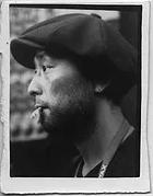 画像: 1976年佐賀県に生まれ、2003年より屋久島在住。2000年に東京デザインスクールイラストレーション学科キャリアコースを卒業後、2003年写真家・荒木経惟氏のポートレイトプロジェクトに被写体として参加。写真を通して一枚の作品を創り出すまでのプロセスにひきこまれたのが始まりで写真家を志す。2006年メキシコに渡りオアハカにあるManuel Alvarez Bravo photography school workshopにてDPEを学ぶ。2008年ドイツ ベルリンにて写真家Iris Jankeのアシスタントを務めた後、自身初の個展を開催しフリーランスフォトグラファーとして在独。帰国後、制作活動や個展等の芸術活動に勤しむ。