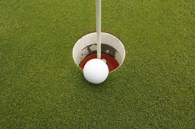 """画像: 正解できるかな? 待てば入りそうなボール、待っていいのはさて""""何秒""""?【知っておきたいルール】【ゴルファーズラウンジ】"""