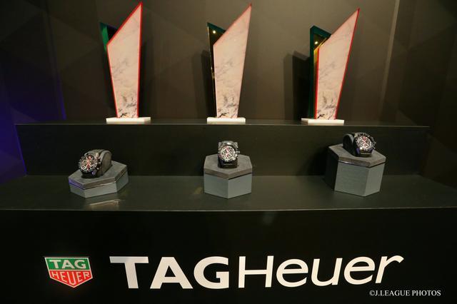 画像: 10月までに候補者を30名に絞り、その後SNS等による一般投票を経て、12月に11名の受賞者を発表。上記の記念品が贈られる