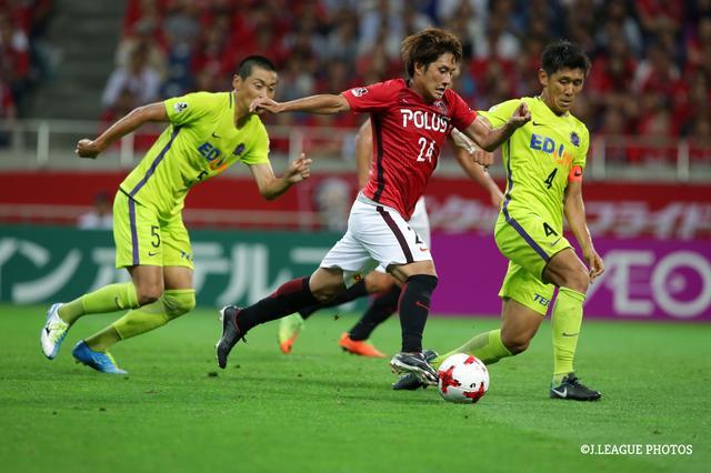画像: ズラタンの同点ゴールをアシストし、決勝点を決めた関根。浦和の連敗を3で止め、埼スタに歓喜をもたらした