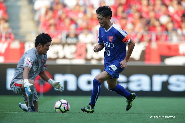 画像: 鈴木は前半、BLUE FRIENDSでプレーし、2得点を挙げた