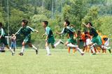 画像: PK戦を制しGKに駆け寄るフットボールコミュニケーションアカデミーブランコの選手たち