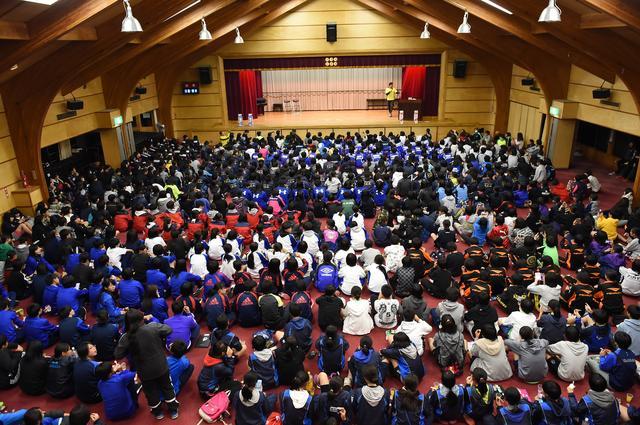 画像: 菅平高原リゾートセンターでの歓迎会に集まった多くの参加者
