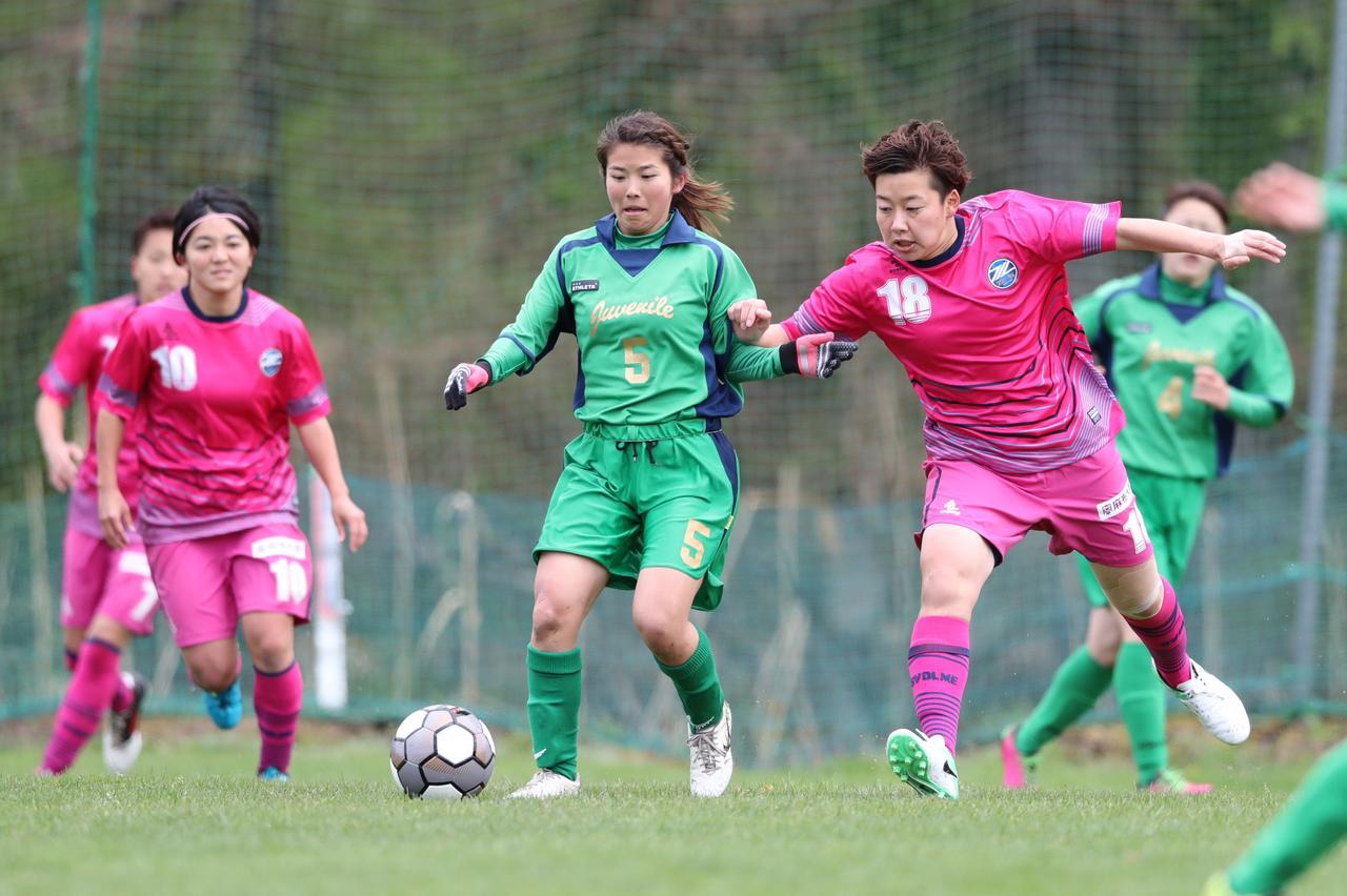 画像: 菅平高原の整備されたピッチで、選手たちは懸命にボールを追った