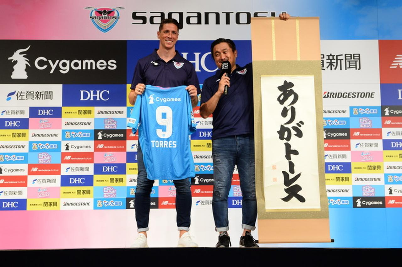 Images : 1番目の画像 - 来日直後にもかかわらず、会見では笑顔を絶やさなかったF・トーレス。早ければ、22日の仙台戦でJデビューするかもしれない - サッカーマガジンWEB