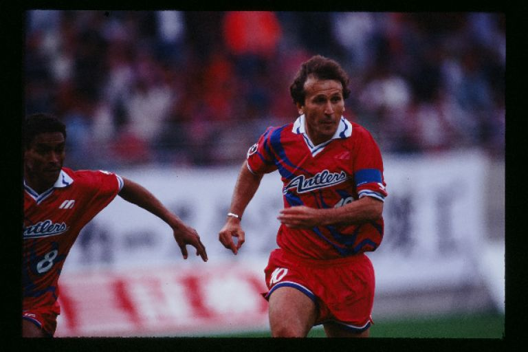 Images : 1番目の画像 - ジーコはJ創設前から日本サッカーの発展に尽力した。J開幕後もストイコビッチ。ジーニョ、ジョルジーニョ、ドゥンガら多くの名手が日本でプレーした - サッカーマガジンWEB