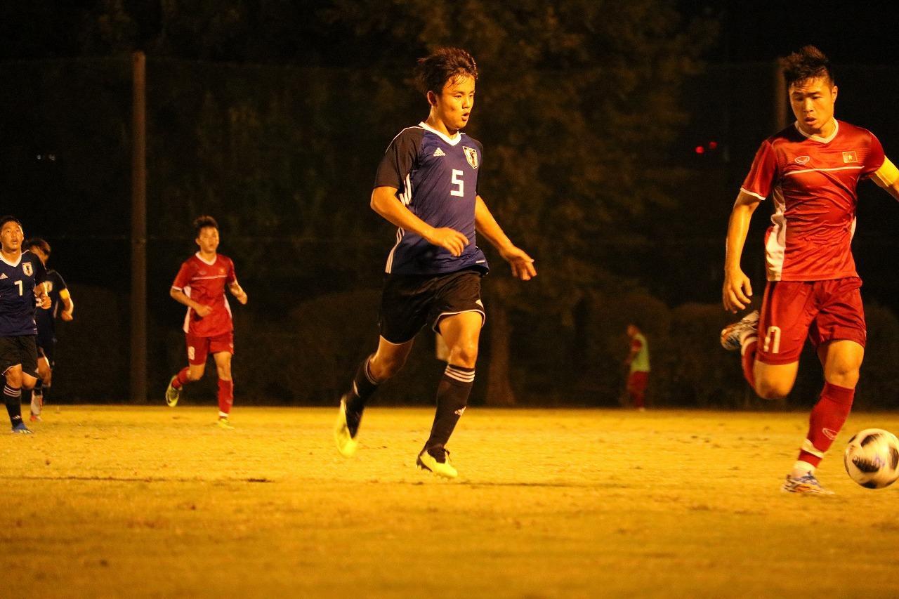 Images : 3番目の画像 - U-19ベトナム代表との練習試合の様子。C大阪の安藤や横浜FMの久保がプレーした 写真◎サッカーマガジン - サッカーマガジンWEB