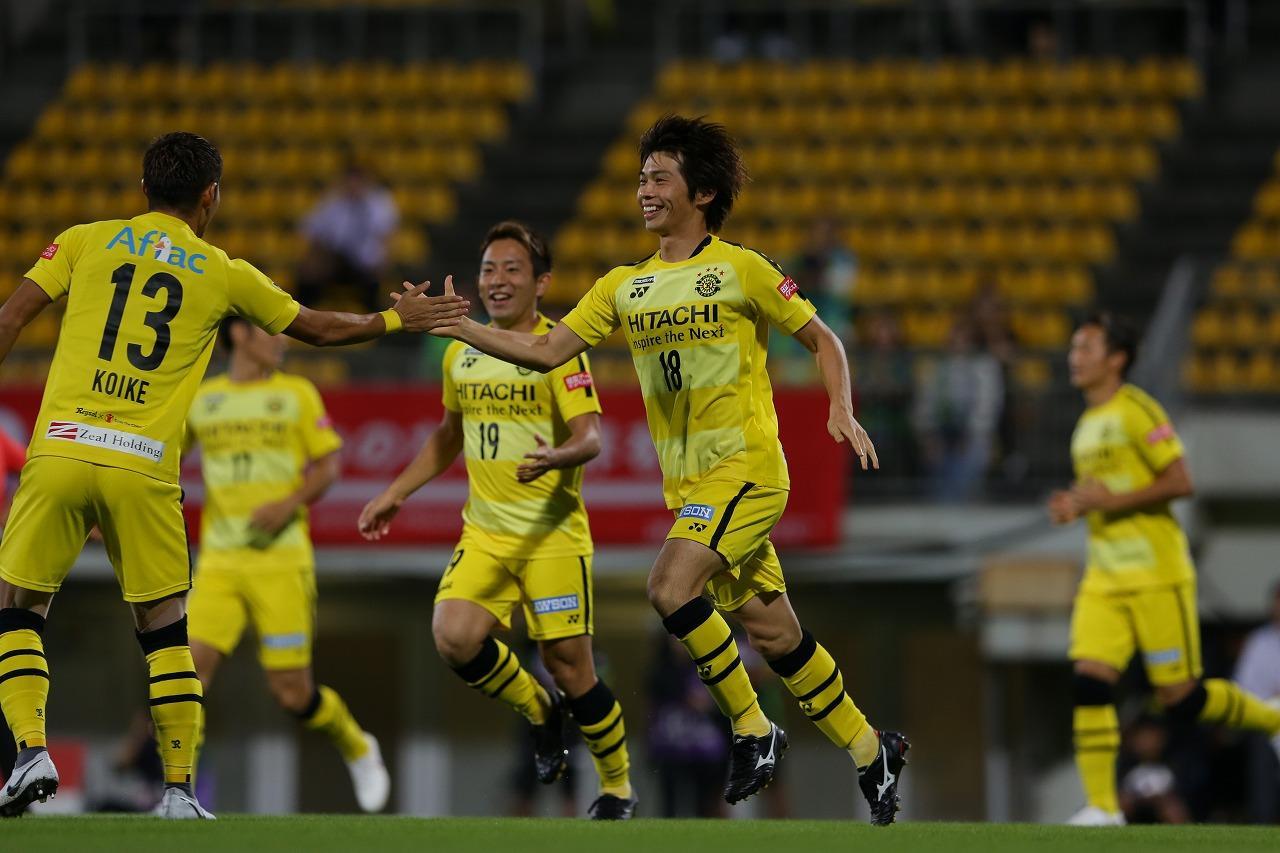 Images : 1番目の画像 - 柏と湘南の対決は両者譲らず、第1戦はドローに終わった 写真◎J.LEAGUE PHOTOS - サッカーマガジンWEB