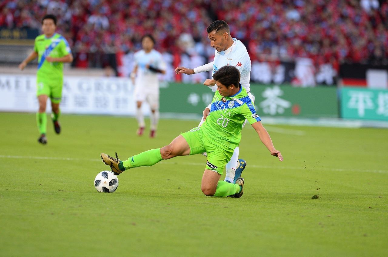 Images : 1番目の画像 - 湘南に2度追いついた札幌が、敵地で勝ち点1を挙げた 写真◎J.LEAGUE PHOTOS - サッカーマガジンWEB