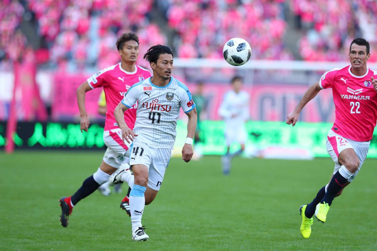 Images : 3番目の画像 - C大阪戦には敗れたが、2位広島も敗れたため、優勝が決定。川崎Fは今季のリーグ戦で最も強かったことを証明した - ベースボール・マガジン社WEB