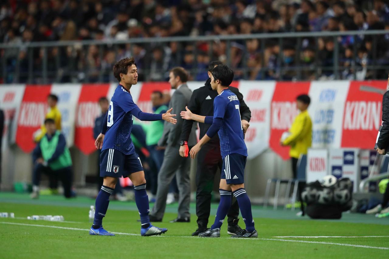 Images : 1番目の画像 - 11月シリーズでしっかり存在感を示した柴崎 - サッカーマガジンWEB