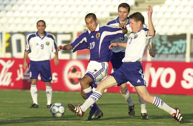 画像: ウズベキスタンとの第2戦、高原はハットトリックの活躍。直前のシドニー五輪に続いて得点力を発揮した(写真◎BBM)