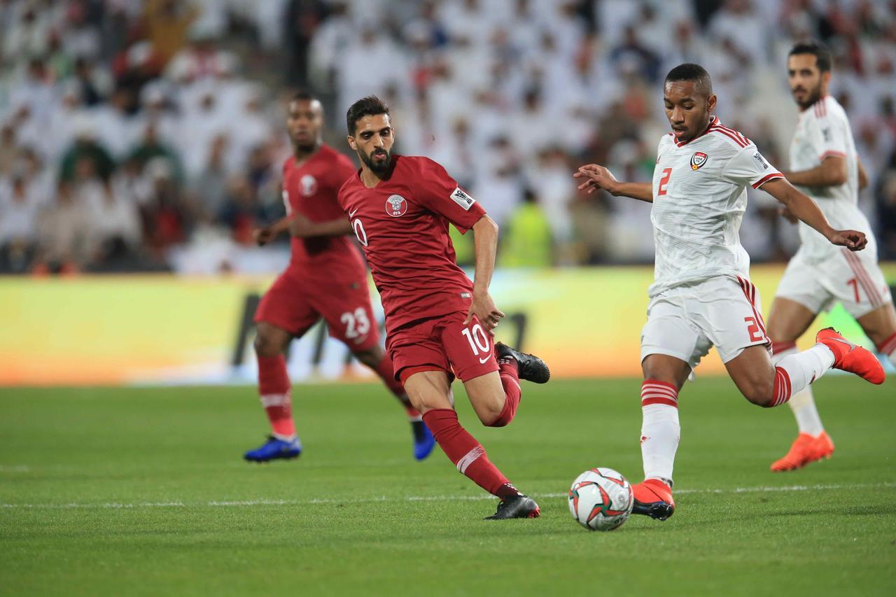 Images : 4番目の画像 - 試合後は明暗くっきり。カタールは初の決勝進出を決め、UAEは96年以来の決勝進出を果たせなかった(写真◎福地和男) - サッカーマガジンWEB