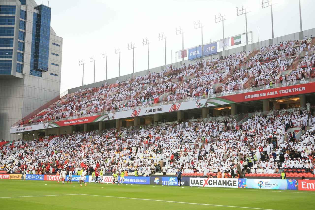 Images : 1番目の画像 - 試合後は明暗くっきり。カタールは初の決勝進出を決め、UAEは96年以来の決勝進出を果たせなかった(写真◎福地和男) - サッカーマガジンWEB