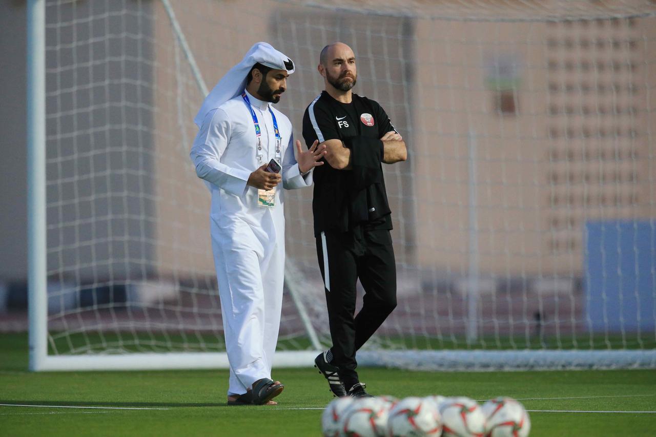 Images : 1番目の画像 - 非常にリラックスした状態で前日練習を行なったカタール代表(写真◎福地和男) - サッカーマガジンWEB