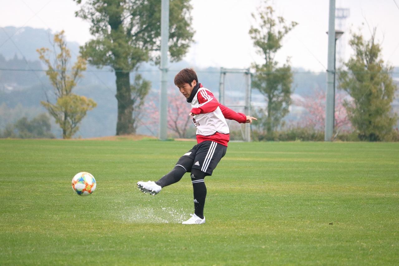Images : 2番目の画像 - 宮崎キャンプで精力的に汗を流す金沢の選手たち 写真◎サッカーマガジン - ベースボール・マガジン社WEB